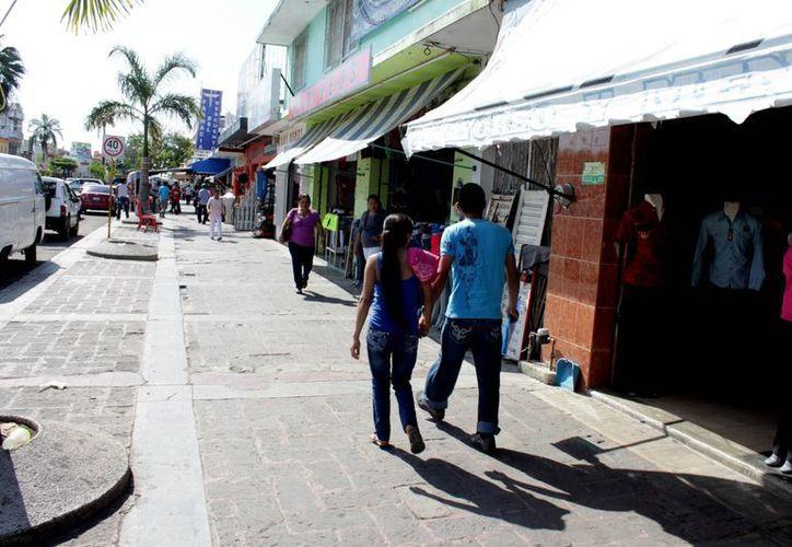 Pese a la quiebra de comercios del año pasado, 800 nuevos iniciaron actividades y aún continúan. (Francisco Sansores/SIPSE)