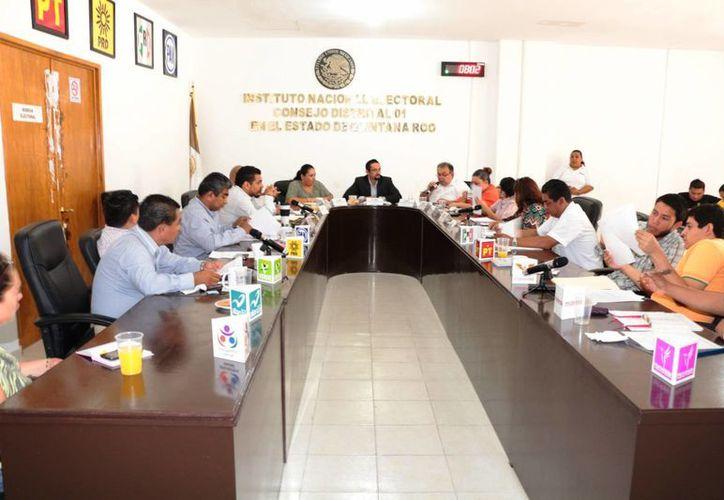 Durante una sesión ordinaria el consejo distrital 01 acordó la instalación de 983 casillas electorales. (Adrián Barreto/SIPSE)