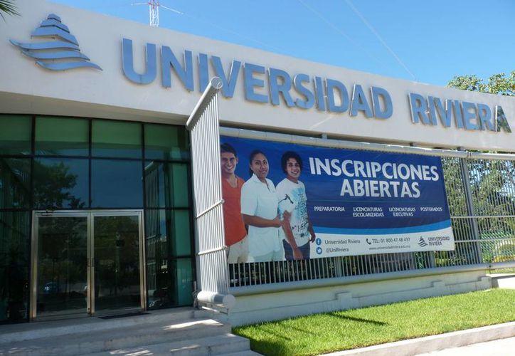 Los estudiantes de la Universidad Riviera tienen la inquietud de emprender negocios. (Licety Díaz/SIPSE)