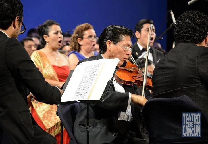 La Camerata de Cancún brindó un concierto emotivo con la participación de los más destacados coristas de la ciudad. (Alejandra Flores/SIPSE)