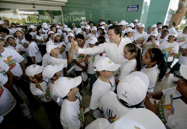 Como parte del programa Maravíllate con Yucatán, que tendrá algunos cambios para 2016,    80 alumnos de la escuela primaria 'Justo Sierra' de la colonia Castilla Cámara visitaron el Aeropuerto, el Centenario y fueron al cine. (SIPSE)