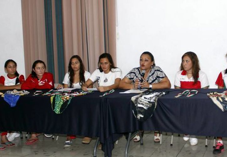 El Club de Sincro Yucatán ofreció una conferencia de prensa para expresar su molestia por la  exclusión de cinco atletas en el Campeonato Nacional. (Juan Carlos Albornoz/SIPSE)