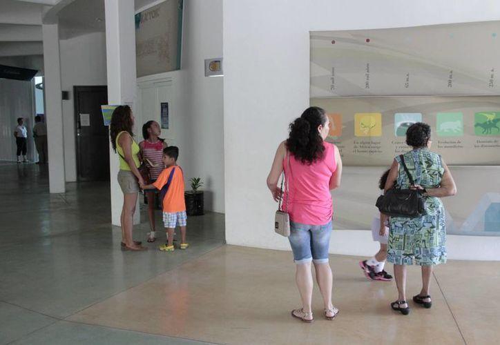 El aumento de visitantes se debió a la cartelera de talleres que se impartieron. (Tomás Álvarez/SIPSE)