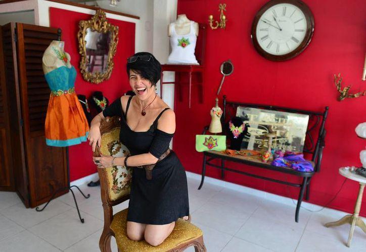 """Kika Rodríguez fue en entrevistada en su estudio, conocido como """"Tacita de té"""". (Luis Pérez/Milenio Novedades)"""