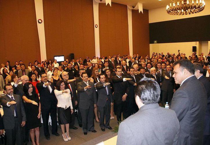 El Gobernador presidió la toma de protesta de los dirigentes de la Canacintra. (Juan Albornoz/SIPSE)