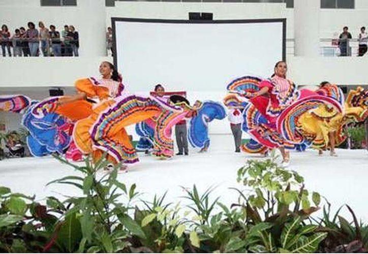 El director del Instituto de Cultura dijo que la cultura aleja a los niños de los conflictos sociales. (Cortesía/SIPSE)