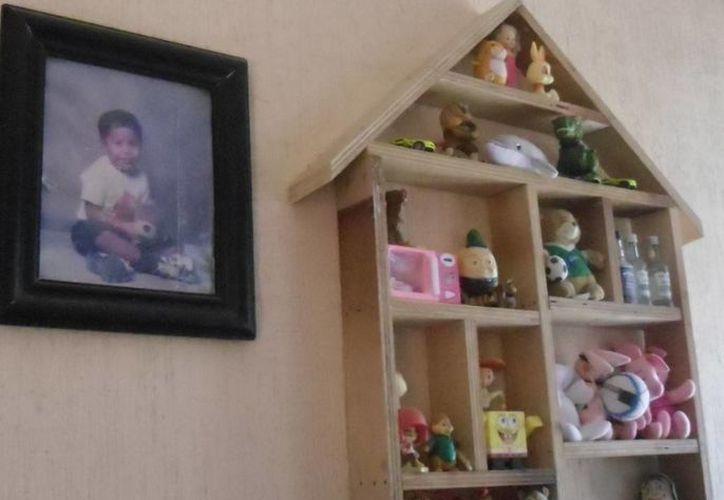 Los padres de Ángel Antonio Pérez Pérez, no pierden la esperanza de reencontrarse con su hijo.  (Yesenia Barradas/SIPSE)