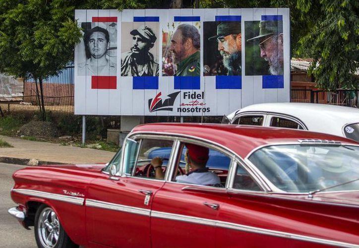 A lo largo y ancho de Cuba se preparan sendas celebraciones por el 90 cumpleaños de Fidel Castro, un símbolo para la isla. (AP)