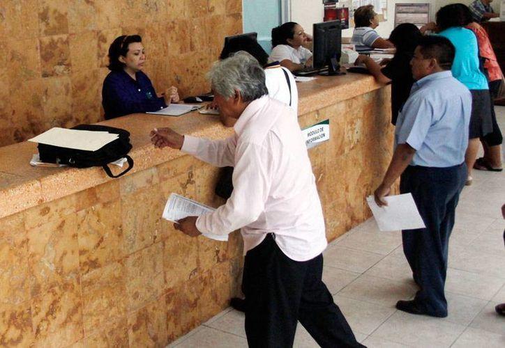 Las empresas de Yucatán pagan los salarios más bajos del país, en promedio, según estadísticas del Inegi. El pago diario es de 211 pesos, la mitad de lo que ganan, también en promedio, los trabajadores del DF. La imagen es de contexto. (Milenio Novedades)