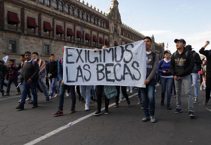 Se espera que después de la caminata en el Zócalo, los inconformes se manifiesten en las oficinas de la Secretaría de Educación Pública. (Foto: Notimex-Guillermo Granados)