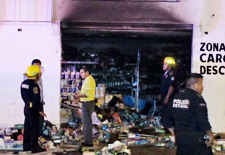 El fuego arrasó con la mayoría de la mercancía y equipos del  negocio. (Milenio Novedades)