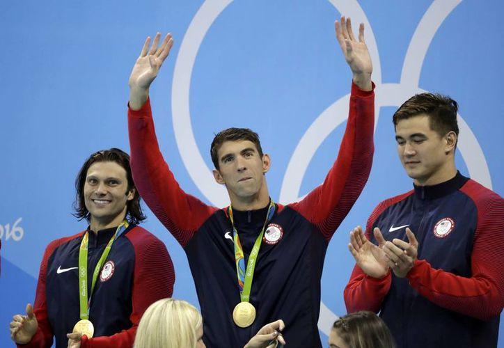 Con esta medalla, Phelps consiguió su oro número 23. (Rebecca Blackwell)