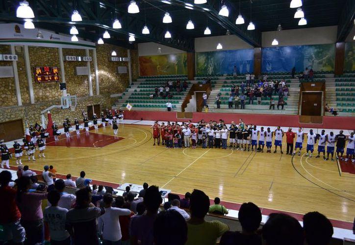 """La ceremonia tuvo lugar al finalizar el encuentro de la final, en el Palacio de los Deportes """"Erick Paolo Martínez"""". (Alberto Aguilar/SIPSE)"""
