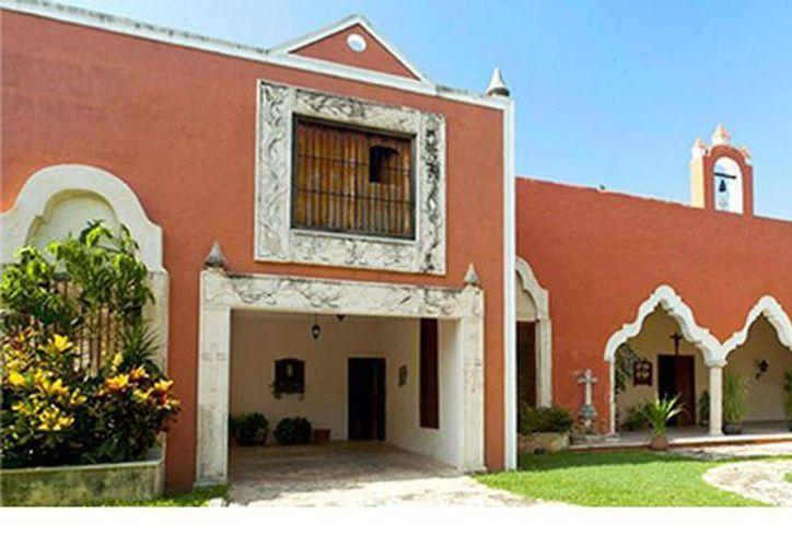 Aunque el Xtabentún es producido por varias casas, la más grande y tradicional es D'Aristi, que lo elabora y envasa desde 1935. (casadearisti.com)
