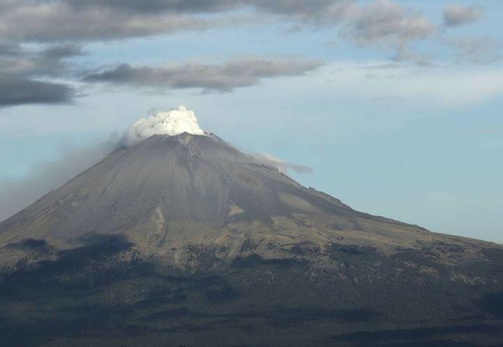 El monitoreo del volcán Popocatépetl se realiza de forma continua las 24 horas. (Notimex)