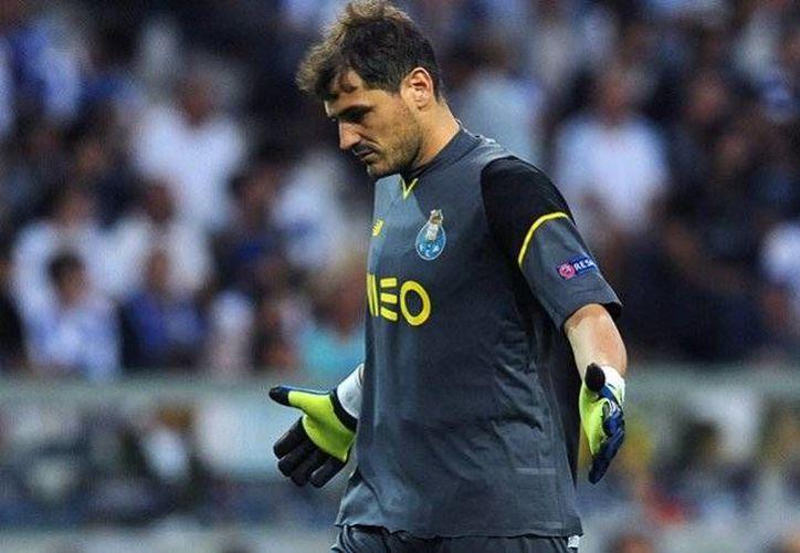 Iker Casillas será la gran ausencia en los duelos amistosos y eliminatorios de la selección española, en el próximo septiembre.(EFE)