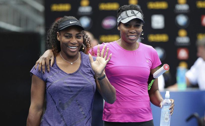 Serena(i) y Venus Williams quedaron eliminadas en la segunda ronda del torneo de tenis de Auckland, Nueva Zelanda. (Doug Sherring/AP)