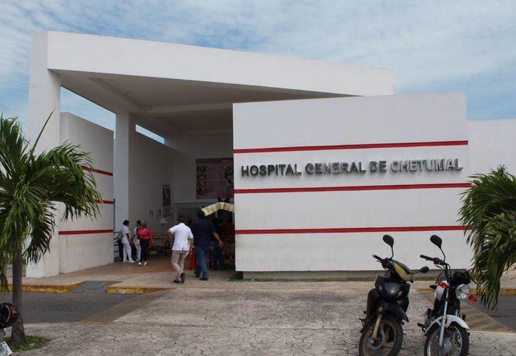 El lesionado fue trasladado al hospital de Chetumal para complementar la atención médica. (Ángel Castilla/SIPSE)