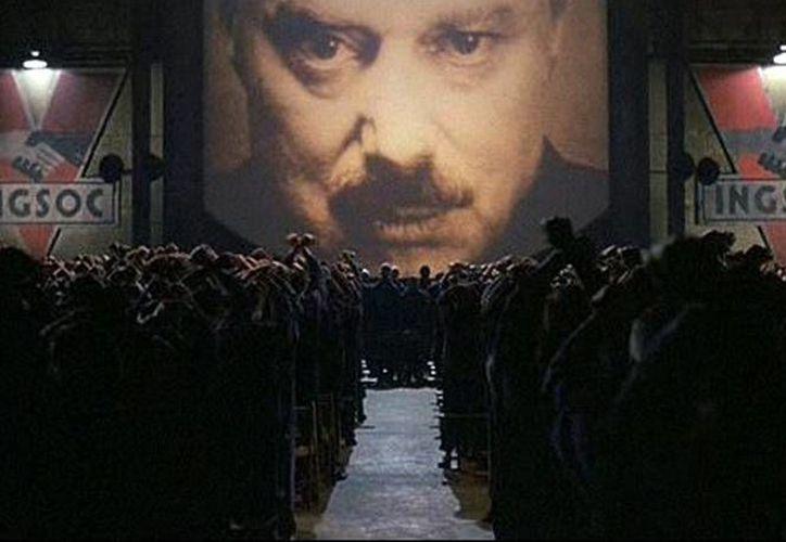 La cinta basada en la novela presenta a una sociedad manipulada por el 'Big Brother', y donde la libertad del pensamiento está prohibida. (IMDB)