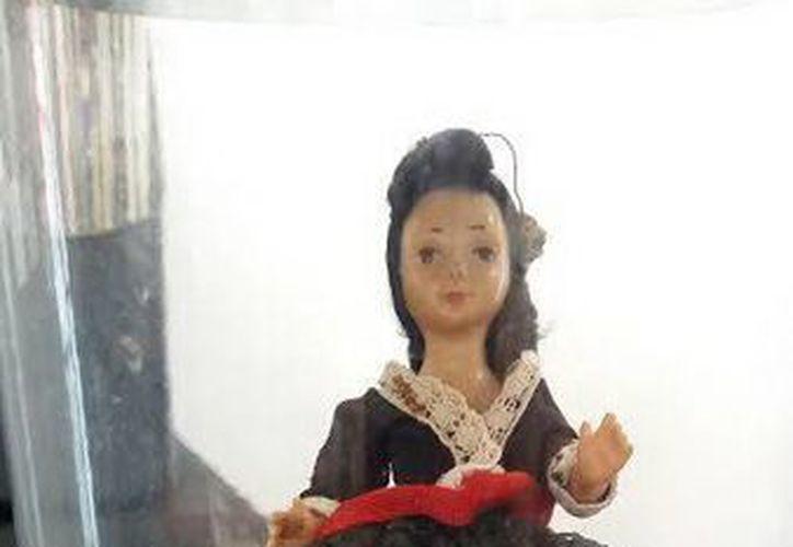 Esta es la muñeca 'Elly, la cual se movía, sola según afirman los hijos de quien fuera su dueña por más de 20 años. (Jorge Moreno/SIPSE)