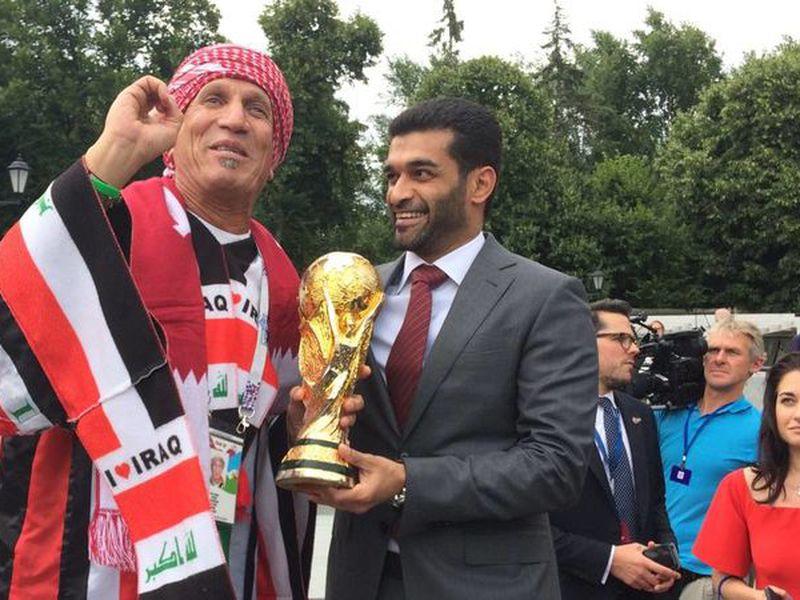 Hassan Al-Thawadi, presidente de Qatar 2022, dio en Moscú una muestra de lo que será el próximo Mundial (Foto: astv.com)