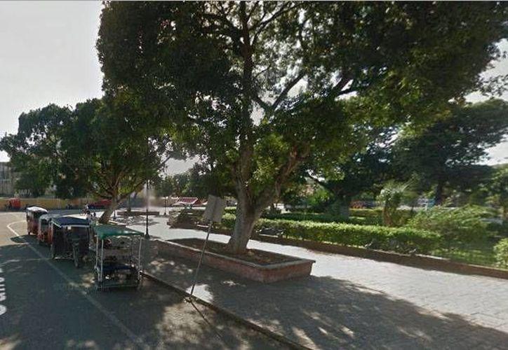 Imagen del parque principal de Hunucmá, cuyos pobladores ya están 'hartos' de la ola de robos en comercios, y amenazan con tomar justicia por su propia mano. (Street View/Google Maps)