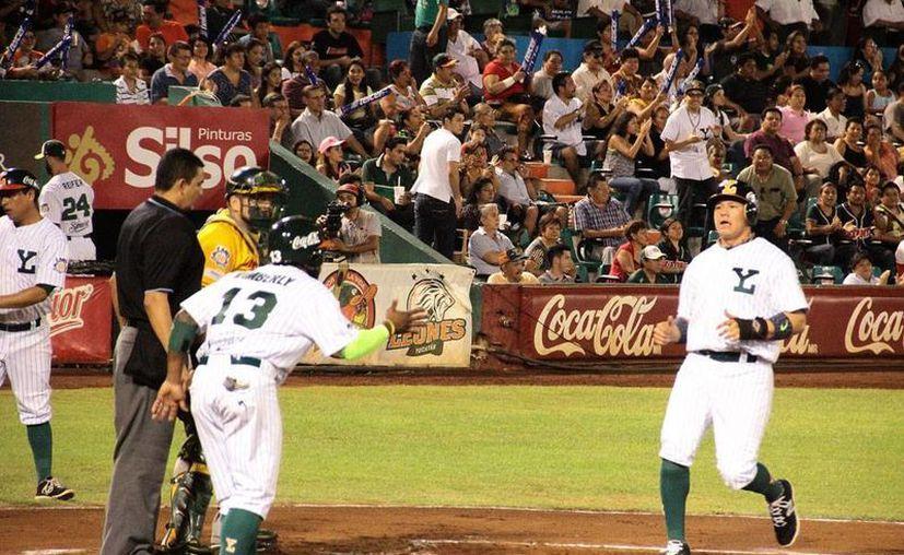 Leones de Yucatán perdió el segundo juego de la serie ante Olmecas, aunque inició ganando el juego. Hoy se juega el tercer partido de la serie. (Milenio Novedades)