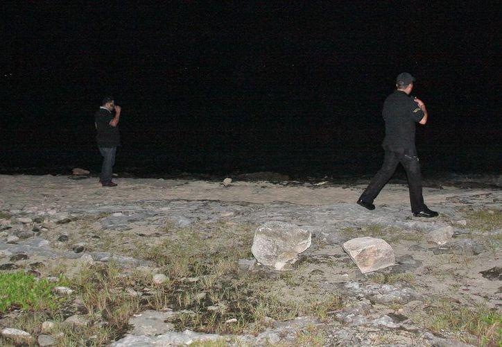 Elementos de seguridad pública habían realizado monitoreos en la playa pública, antes de conocerse el paradero de los extraviados. (Redacción/SIPSE)