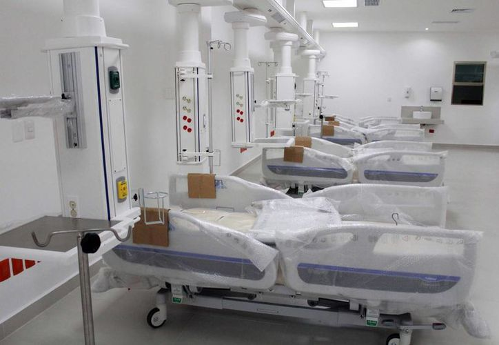 Realizan pruebas de la instalación de equipo médico y tanque de gases del nuevo nosocomio. (Luis Soto/SIPSE)