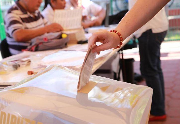 El INE informó que que al mediodía las casillas de los tres Distritos electorales de Quintana Roo ya estaban abiertas. (Luis Soto/SIPSE)
