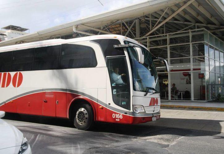Las aerolíneas de bajo costo se han quedado con parte del mercado que antes era exclusivo de las empresas de transporte terrestre. (Octavio Martínez/SIPSE)