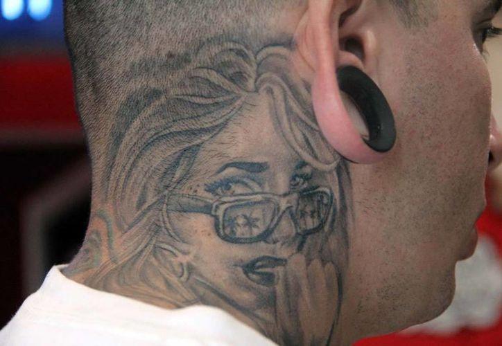 El procedimiento para borrar tatuajes es complicado y deja cicatrices. (Milenio Novedades)
