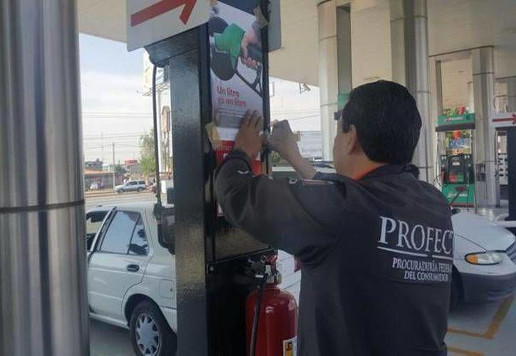 La Profeco intensificó las revisiones en las estaciones de servicio en todo el país. (Facebook/Profeco)