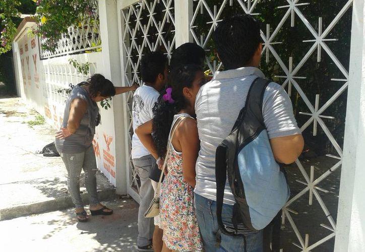Antonio Cervera ni sus representantes han salido a dialogar con los manifestantes. (Jazmín Ramos/SIPSE)