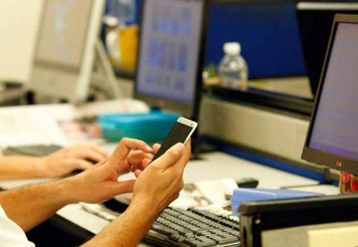 El dispositivo más utilizado para agendar o realizar consultas médicas es el teléfono celular con 68.9%. (SIPSE)