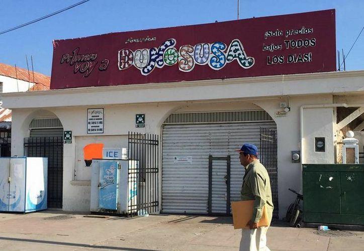 La tienda Dunosusa fue clausurada la tarde de este miércoles. (Javier Ortiz/SIPSE)
