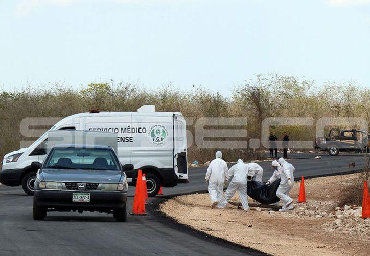 Policías acordonaron la zona; hasta el momento se desconoce la causa de la muerte, en terrenos aledaños al Circuito Sur. (SIPSE)