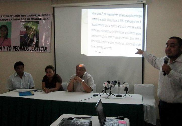 Rueda de prensa en la que familiares de las fallecidas exigieron a la Fiscalía de Yucatán que haga nuevas investigaciones. (SIPSE)