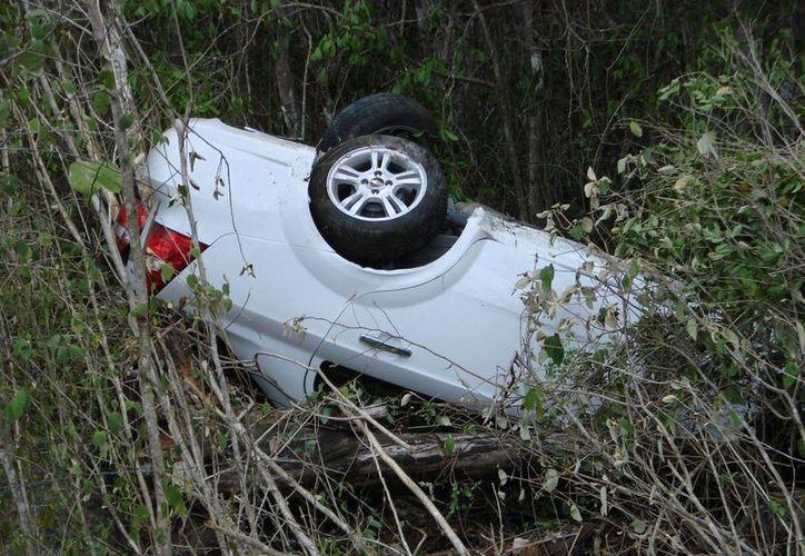 El vehículo accidentado fue remitido al corralón. (Manuel Salazar/SIPSE)