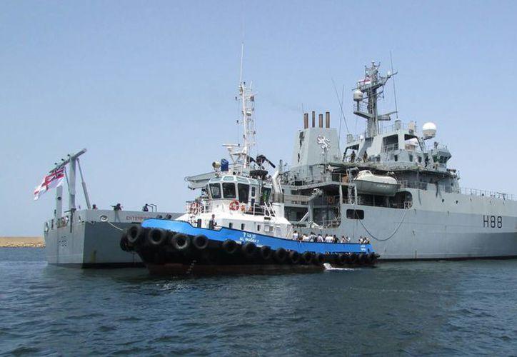 En este buque militar fueron evacuados los ciudadanos británicos de la convulsionada Libia. (AP)