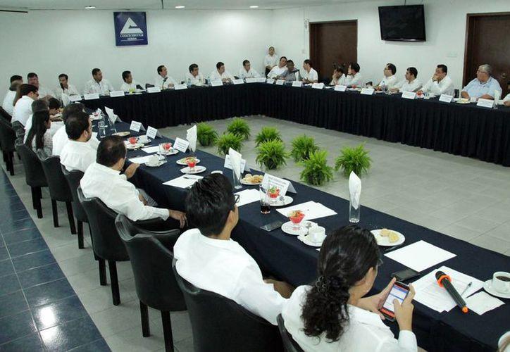 Empresarios participaron en la reunión con el SAT para levantar la prohibición a la aduana de Progreso. (Milenio Novedades)