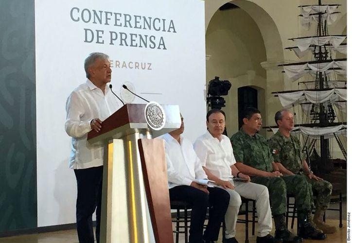 El Presidente Andrés Manuel López Obrador reiteró sus condolencias por los hechos de Minatitlán y se comprometió a devolver la paz en Veracruz. (Foto: Reforma/Benito Jiménez)