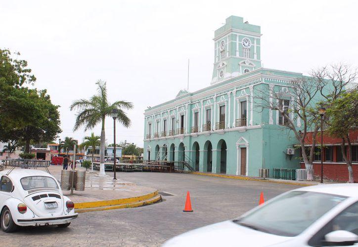 """En Progreso, Yucatán, están """"atoradas"""" 25 mil toneladas de azúcar, cuyo valor comercial es de unos 5 millones de dólares. El producto está """"anclado"""" en un barco que no pudo zarpar debido a la cancelación de permisos de exportación hacia Estados Unidos. La imagen está utilizada solo con fines ilustrativos. (Gerardo Keb/Archivo SIPSE)"""