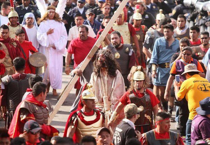 Desde 2010, la representación del Viacrucis en Iztapalapa se ha alargado para ofrecer a los visitantes un mejor trabajo. (Notimex)
