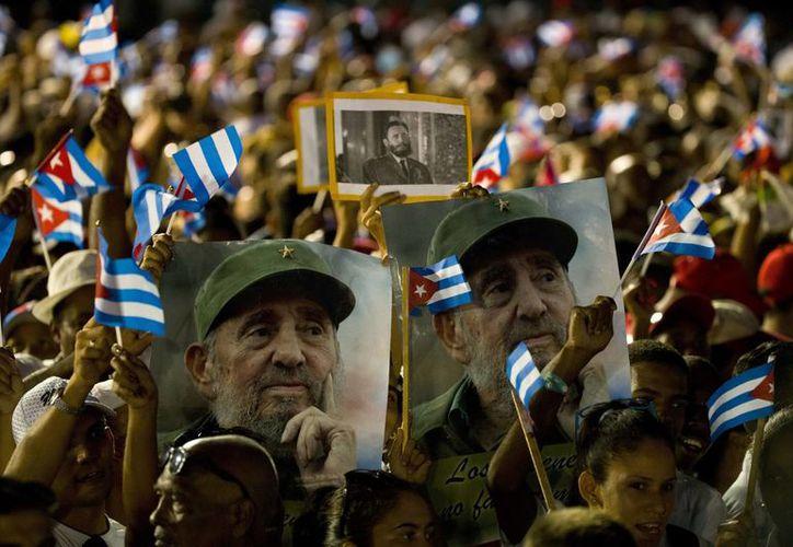 Las autoridades cubanas prohibieron usar la imagen de Fidel Castro para monumentos o bustos. (Archivo/The Associated Press)