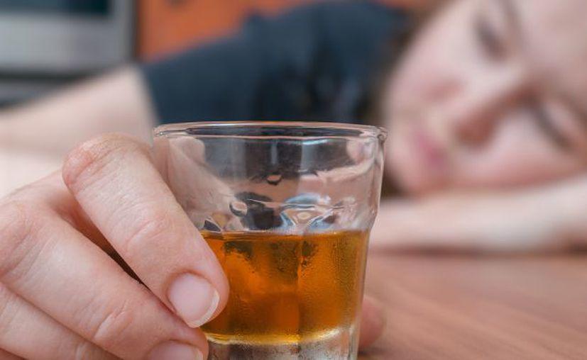 La Central Mexicana de Alcohólicos Anónimos señaló que se redujo la edad en la que las personas comienzan a consumir bebidas embriagantes. (Internet/Contexto)
