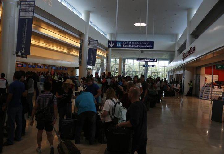 La aerolínea de bajo costo realizará los vuelos lunes, miércoles y viernes hacia el aeropuerto de Cancún. (Israel Leal/SIPSE)