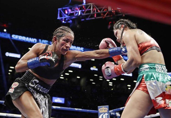 a puertorriqueña Amanda Serrano, retuvo su campeonato mundial Supergallo de la OMB y de paso se agenció el fajín Diamante del CMB. (AP)