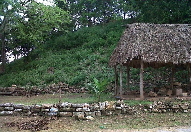 """""""El Cerro"""" está actualmente cubierto de maleza. (Raúl Balam/SIPSE)"""