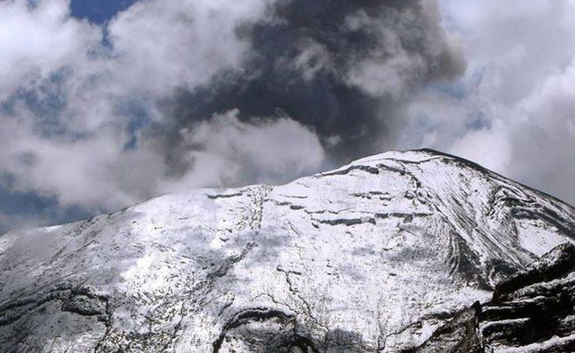 Una de las explosiones provenientes del 'Popo' se registró en la madrugada y otra casi al mediodía de este domingo. (EFE)